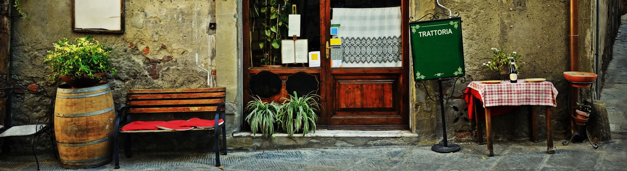 Image of store front in Italy.